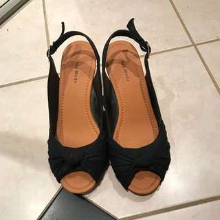Size 8.5- Woman Shoes