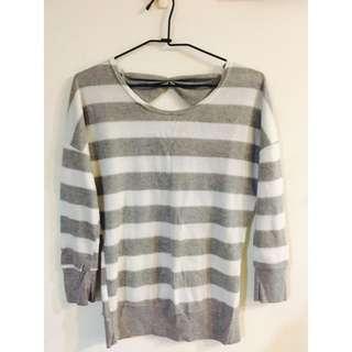 後蝴蝶結灰白條紋針織毛衣