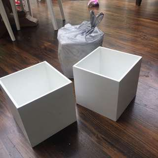 3 Times Wooden White Cubes