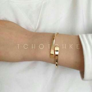 Gold Minimalist Bangle