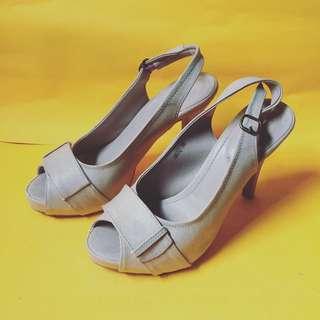 Conexian Heels