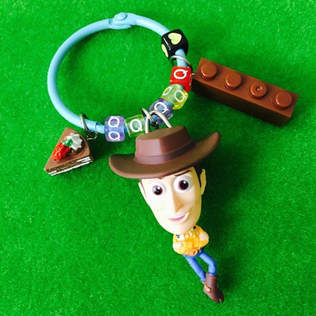🎄聖誕限時優惠#客製-玩具總動員胡迪身體搖搖字母鑰匙圈