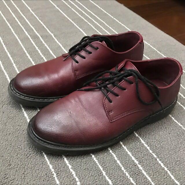 Bershka 低筒酒紅皮鞋