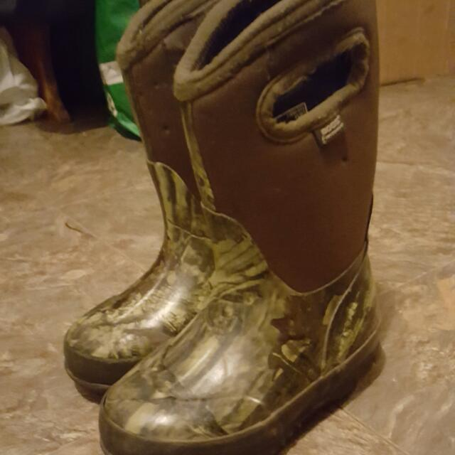 Boggs Boots Size 9 Boys