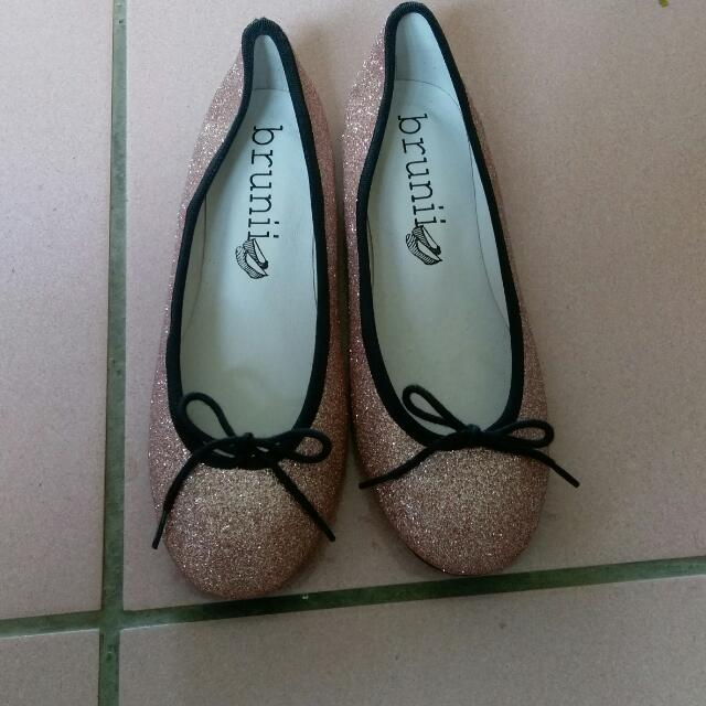 Brunii 亮粉娃娃鞋