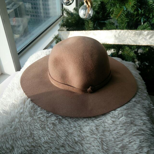 Camel Round Hat From Uniqlo