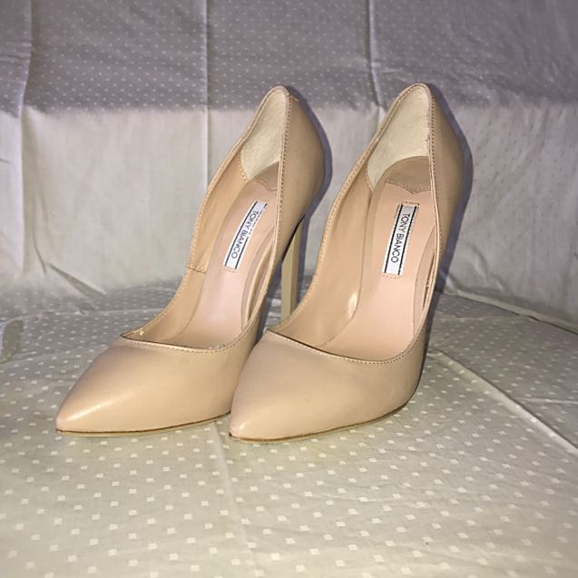 TONY BIANCO NUDE POINTED PUMPS
