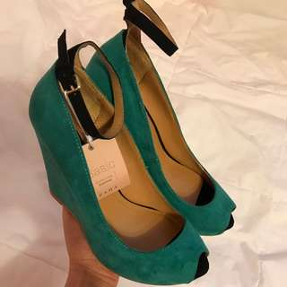 Zara Peep Toe Wedges size 6.5