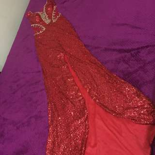 Red Sparkly Dress !