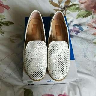 Size 7/38 White Rubi Flats