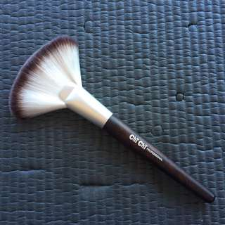 Chi Chi Powder Brush