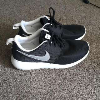 Nike Black Roshe Shoes Grey Tick