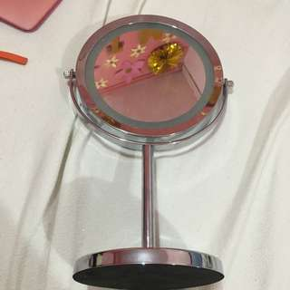 BATTERY OPERATED VANITY MIRROR