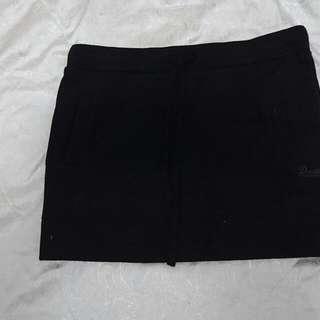 黑色厚抽繩短裙