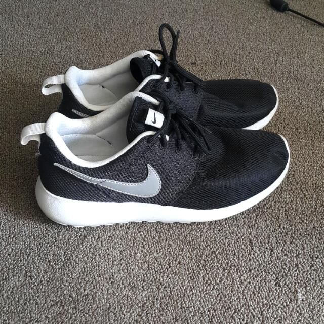 Nike Black Roshe Shoes Grey Tick