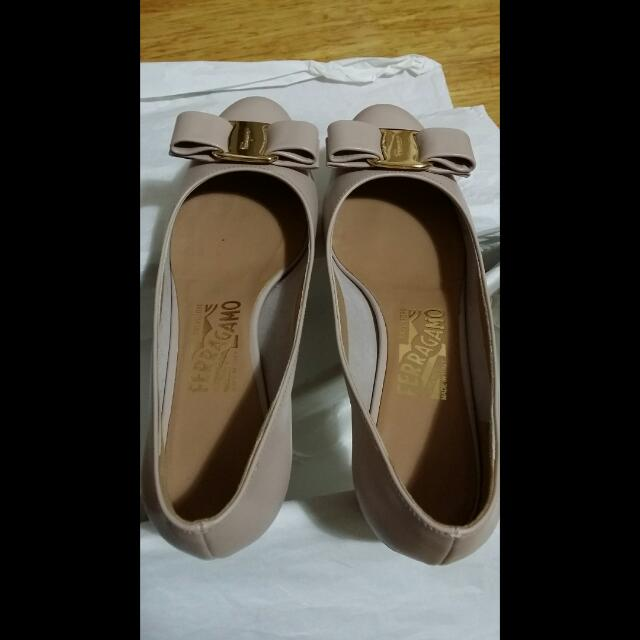 Salvatore Ferragamo Vara Pumps New Bisque Shoes Size 5 / 35 True To Size Rrp $750 AUD