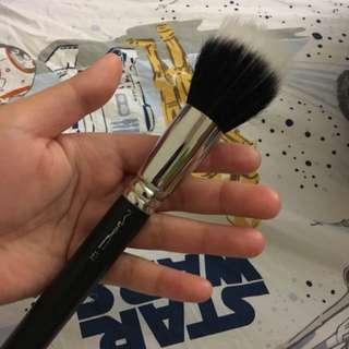 MAC 187 Duo Fibre Face Brush