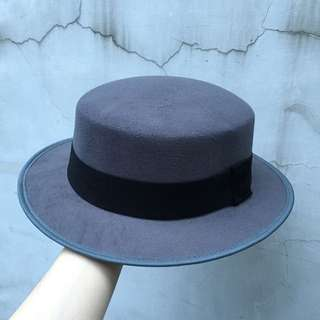 硬挺平頂圓帽