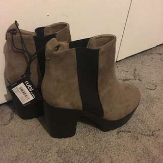 Boots Size 39/8
