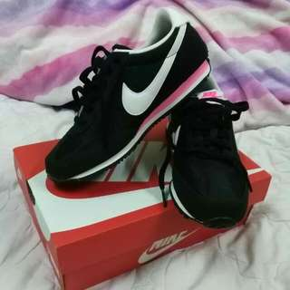 NIKE AUTHENTIC Sport Shoes