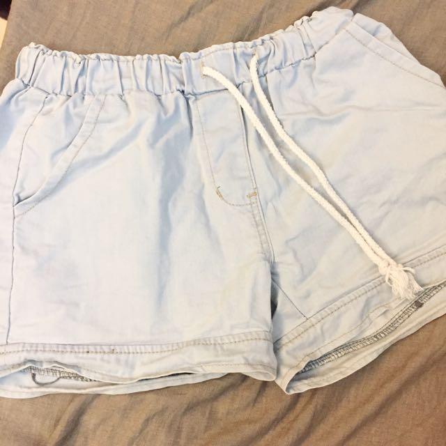 鬆緊淺色牛仔短褲 清新顏色