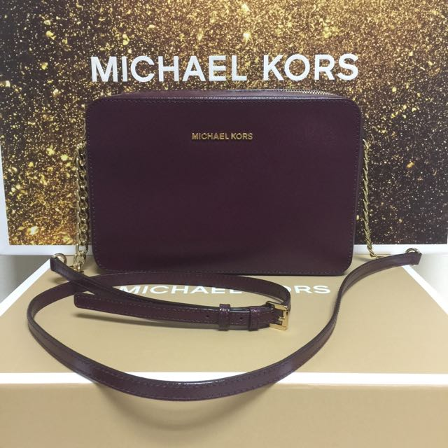 41494b1edad732 BN Authentic Michael Kors Jet Set Travel Large Crossbody Patent Plum ...