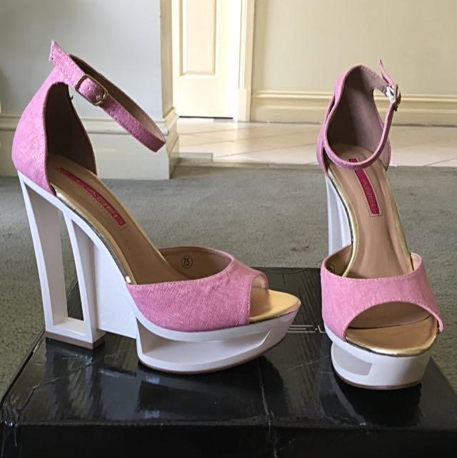 C. Label - Dolce, size 7.5