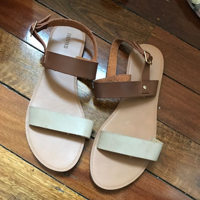 Forever 21 Flat Sandals Size 9