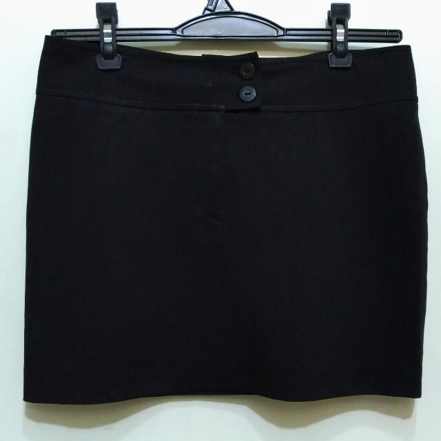 Maldita Skirt With 2 Button Closure