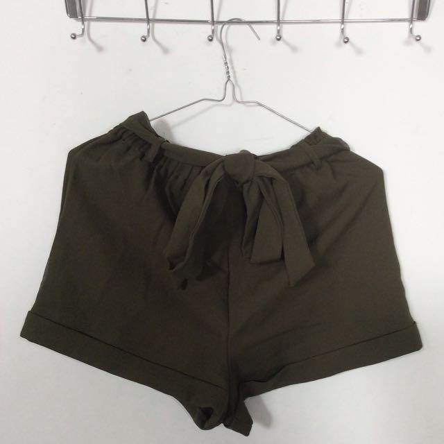 Tie up khaki shorts