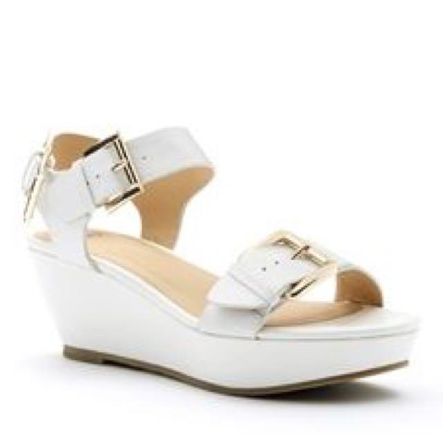 Novo White Wedge Sandal (Willow) Size 6