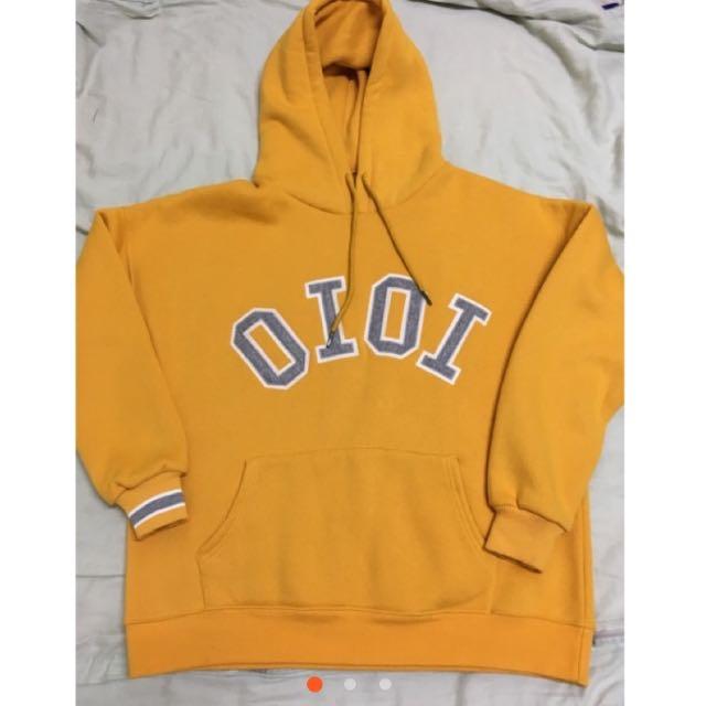 OIOI 帽T