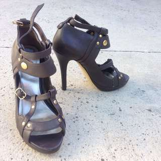 ZU Size 7 Leather Heels