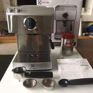 伊萊克斯 Electrolux 義式咖啡機 EES200E