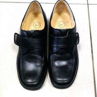Luikoo 氣墊皮鞋