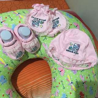 Hello Kitty Mittens, Baby Shoes And Bonnet
