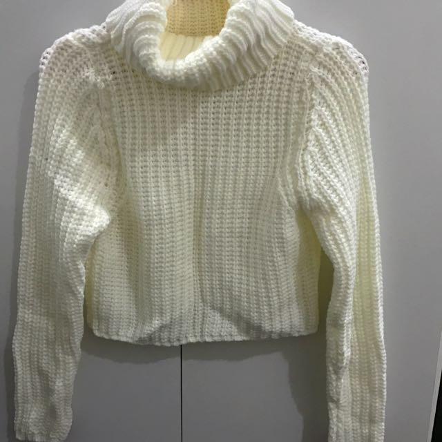 白色短版毛衣