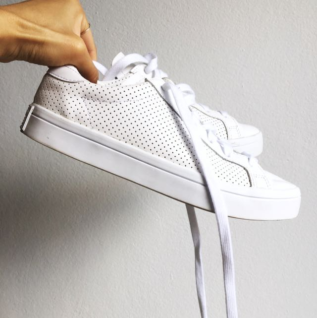 Adidas White Court Vantage Sneakers Size 6/UK4.5/US5
