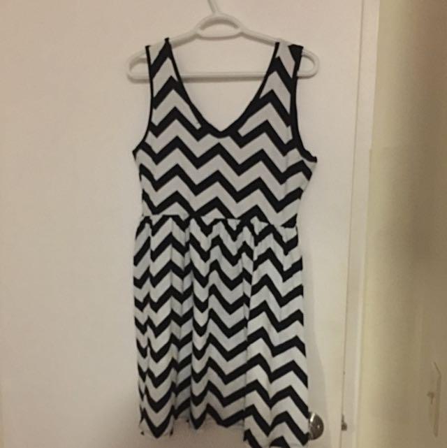 Black And White Zig Zag Patterned Dress