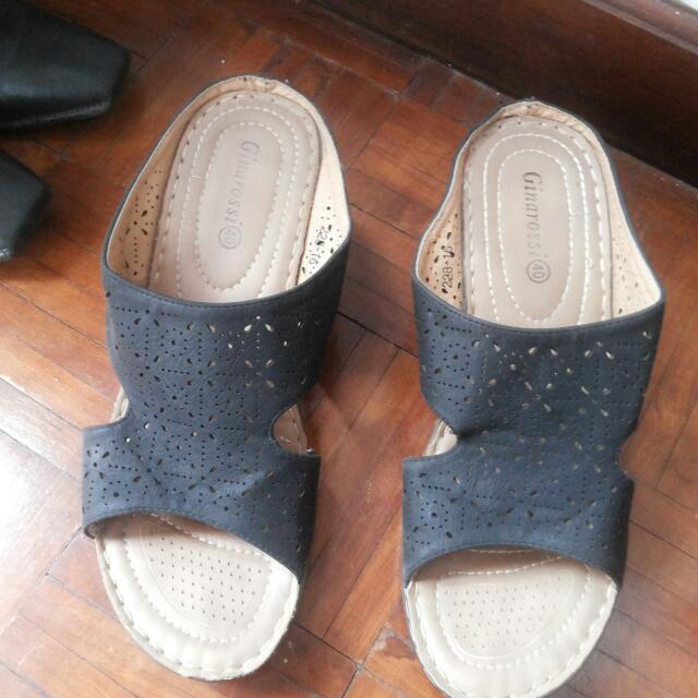 Ginarossi Wedges Size 9