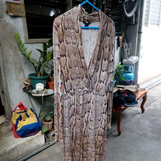 H&M Animal print long sleeved dress