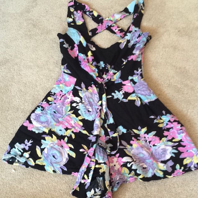 Jeanswest Floral Playsuit- Size 6.