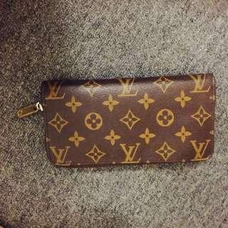 Louis Vuitton Wallet (LV)