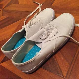 White Sneakers - Size 6.5