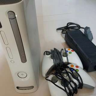 Used working xbox360 with 3 games and 2 controllers.