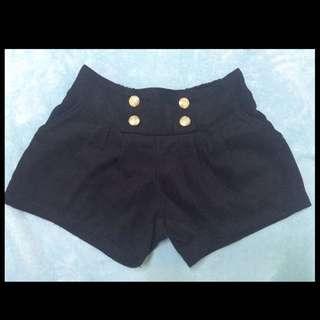 黑色保暖短褲