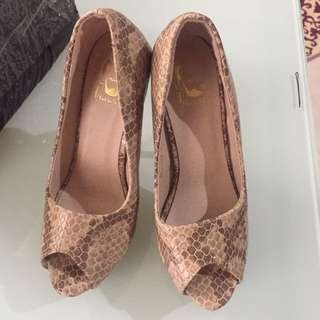 (REPRICED) Snake skin heels