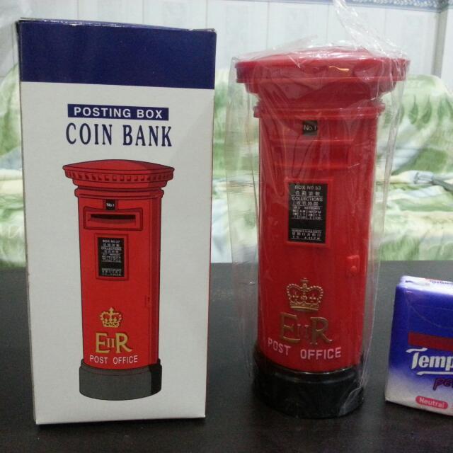 全新絕版1997香港郵政局郵筒錢箱, 最後一批印有殖民地皇冠和ER標誌的郵局產品。 連原裝盒$110.