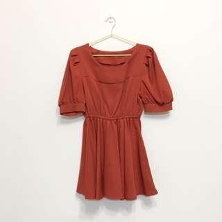 紅朱色公主袖洋裝
