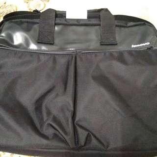 黑色聯想15.6吋電腦包 背面可放行李廂上